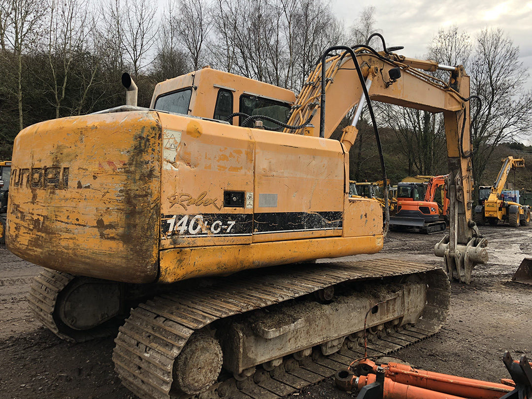 Hyundai 140 excavator 3