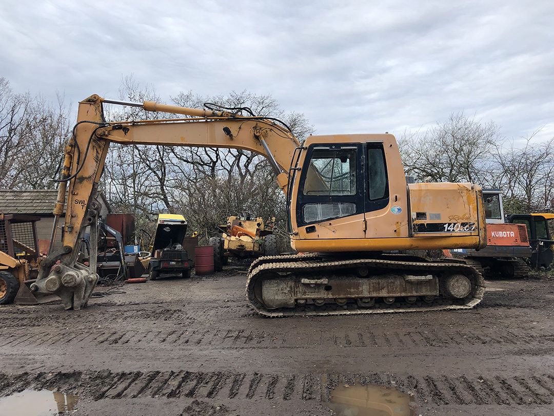 Hyundai 140 excavator 5